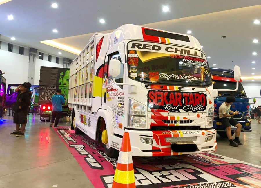 Isuzu ELF NMR71